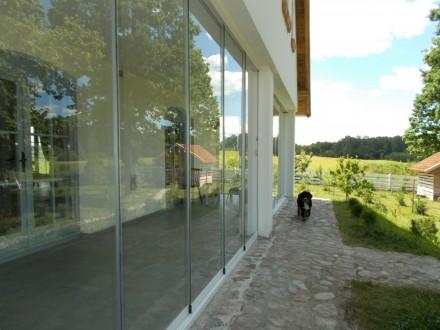 System szklanych paneli przesuwnych